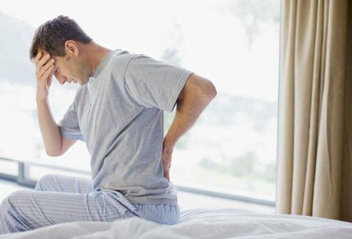 На фото: температура и боль в спине при гнойном простатите