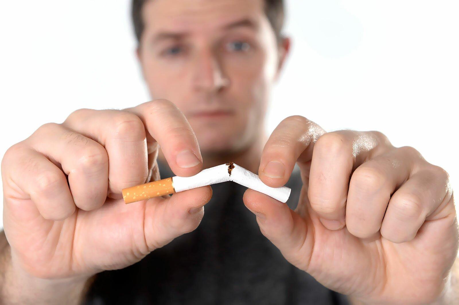 На фото: отказ от курения