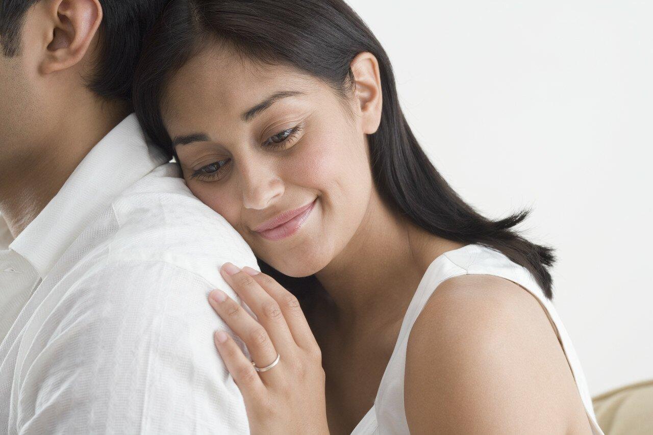 На фото: доброжелательность женщины к мужчине