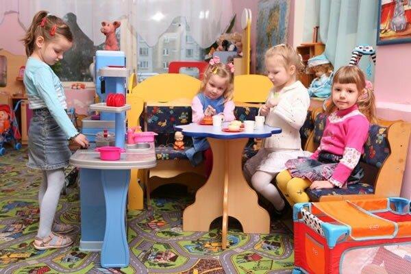 На фото: посещение детского сада