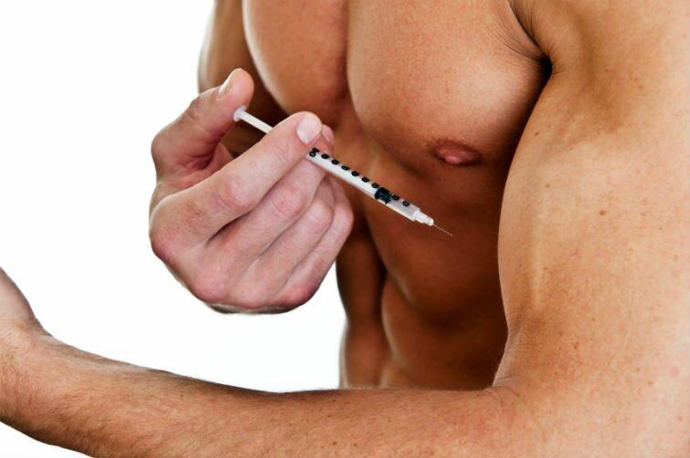 На фото: прием стероидов