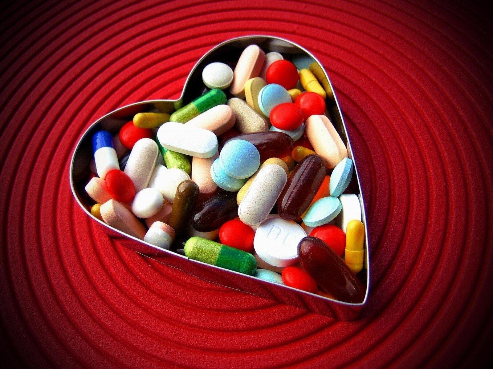 На фото: таблетки дляя улучшения эректильной функции