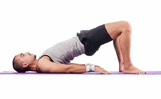 На фото: упражнения для укрепления мышц тазового дна