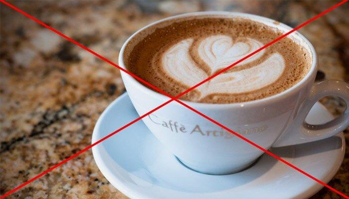 На фото: запрет на крепкий кофе