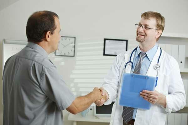 Мужчина у врача